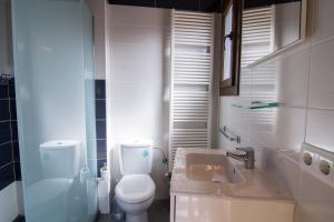 A bathroom at Casa Batlle