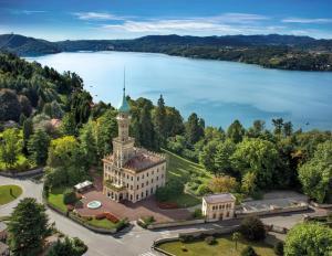 Een luchtfoto van Relais & Chateaux Villa Crespi