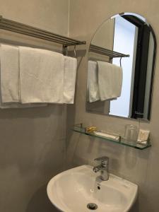 A bathroom at candyinn