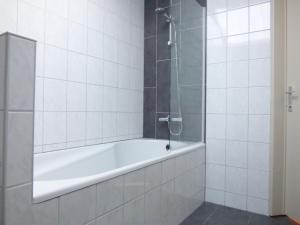 Een badkamer bij De Alpacaboerderij