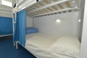 A bed or beds in a room at Hostel Albergue Baionamar