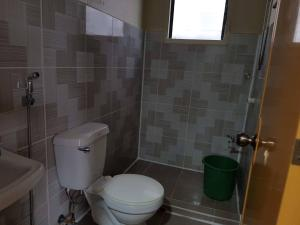 A bathroom at Madid's Inn Beach Resort