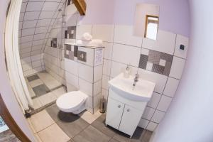 Łazienka w obiekcie Fitness Hostel - pokoje OZONOWANE, darmowy parking