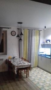 Обеденная зона в гостевом доме