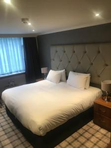 Ein Bett oder Betten in einem Zimmer der Unterkunft The Scot