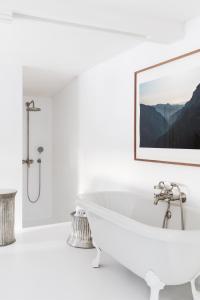 A bathroom at Les Sources de Caudalie