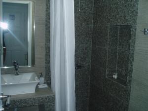 A bathroom at Rita's Place Hotel
