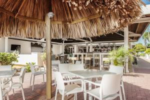 Een restaurant of ander eetgelegenheid bij Livingstone Jan Thiel Resort