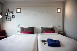 A bed or beds in a room at pentahotel Warrington