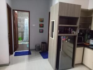 A kitchen or kitchenette at Homestay Syariah Cileunyi, Bandung Timur