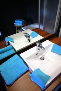 A bathroom at Les Sansonnets