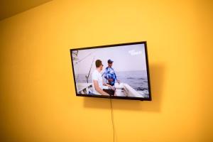 Телевизор и/или развлекательный центр в Green Area 1