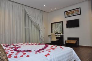 Cama ou camas em um quarto em بلقيس فرع الشفاء للشقق الفندقيه
