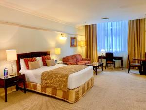A bed or beds in a room at Royal Albert Hotel