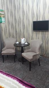 Uma área de estar em AZPETROL HOTEL GAZAX