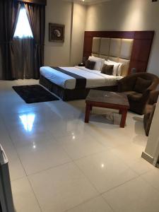 Cama ou camas em um quarto em Nawara Furnished Units - ALAziziyah