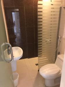 Um banheiro em Nawara Furnished Units - ALAziziyah