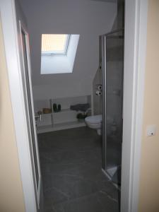 A bathroom at Café im Hof
