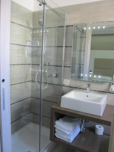 A bathroom at Hotel L'Approdo