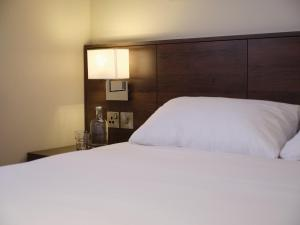 A bed or beds in a room at Marlin Waterloo