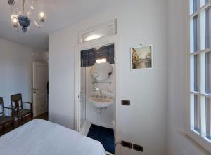 A bathroom at Villa Contarini B&B