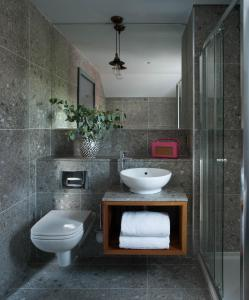 A bathroom at The Royal Foresters