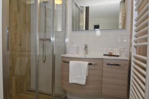 A bathroom at Hotel Graaf Bernstorff