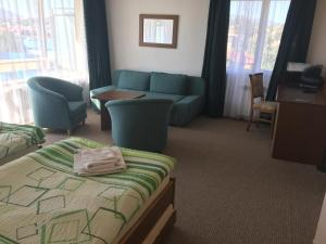 A seating area at Hotel Gorna Banya