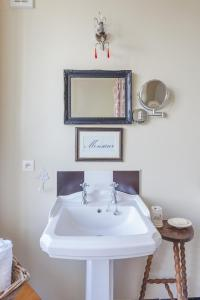 A bathroom at The Old Farm of Amfreville