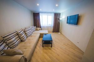 A seating area at apartments for Yakubovsky 62 from ApartmentCity