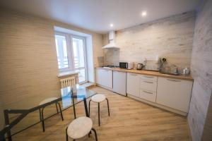 A kitchen or kitchenette at apartments for Yakubovsky 62 from ApartmentCity