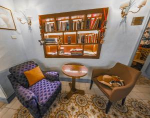 The lounge or bar area at Hotel Villa Grazioli