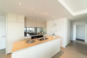 A kitchen or kitchenette at Melbourne Private Apartments - Collins Street Waterfront, Docklands