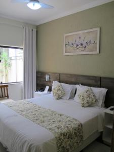 A bed or beds in a room at Princesa Isabel Pousada e Hotel – Dom Pedro