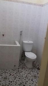 A bathroom at Villa Ardon Batu