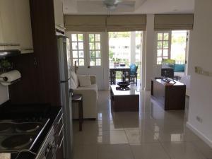 Кухня или мини-кухня в Studio Layan Ocean breeze