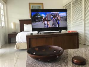 Телевизор и/или развлекательный центр в Studio Layan Ocean breeze
