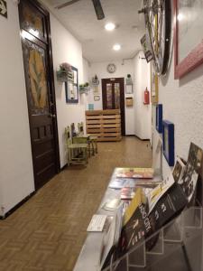 The lobby or reception area at Pensión Alicante