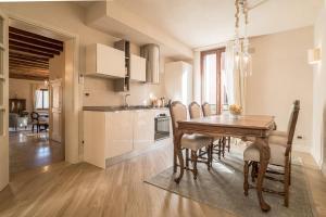 A kitchen or kitchenette at Casa Agostina