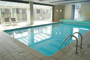 Der Swimmingpool an oder in der Nähe von Fletcher Hotel - Restaurant Nieuwvliet Bad