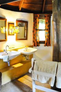 A bathroom at Ankobra Beach Resort