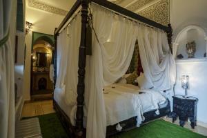 Ein Bett oder Betten in einem Zimmer der Unterkunft Riad Anabel