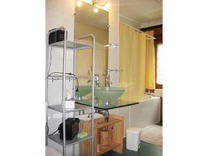 A bathroom at Les Frênes