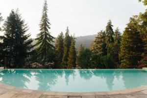 Der Swimmingpool an oder in der Nähe von Hotel Rural Misarela