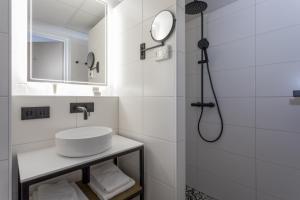 Een badkamer bij Beach Hotel I Kloeg Collection