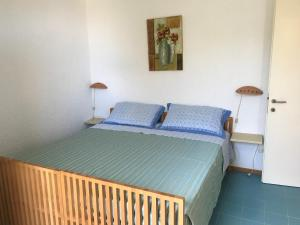 A bed or beds in a room at Centro Vacanze Cugnana Verde
