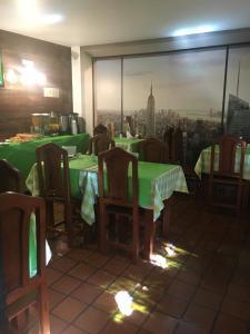 Um restaurante ou outro lugar para comer em Sissi Haz Hotel