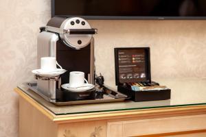 אביזרים להכנת קפה ותה ב-Radisson Collection Hotel Moscow