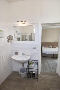 A bathroom at Cas'E Charming House