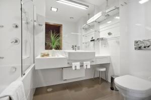 A bathroom at Hotel Croatia